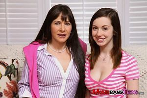 Victoria Volt blowjob lesson with Alexandra Silk on Moms Bang Teens